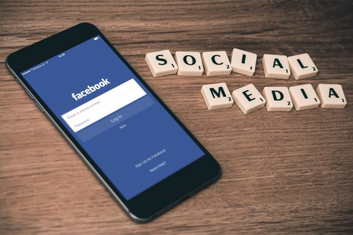 Acting Brand on Social Media